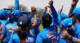 மகளிர் உலகக்கோப்பை: கடைசி ஓவரில் 2 விக்கெட்டுக்களை வீழ்த்திய இந்திய வீராங்கனை