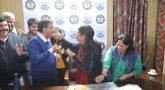 தேர்தல் வெற்றியை மனைவிக்கு பிறந்த நாள் பரிசாக அளித்த அரவிந்த் கெஜ்ரிவால்!