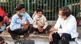 நடந்து வந்த புலம்பெயர் தொழிலாளர்கள்: